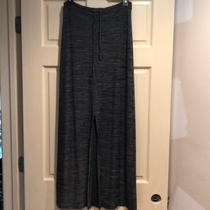 Front slit stretchy long skirt